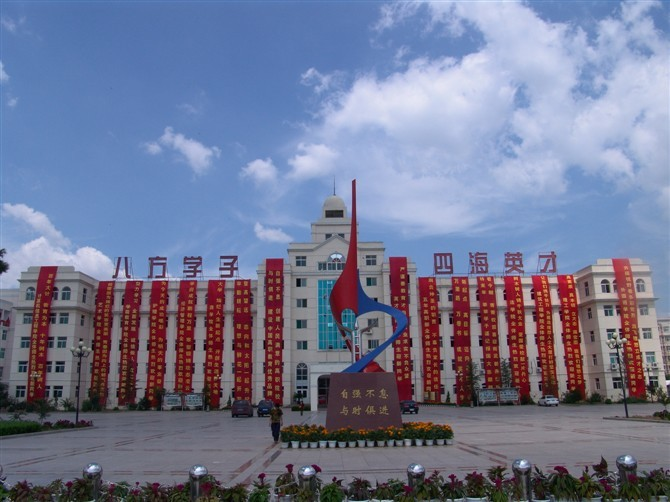 """2012年5月,学院被评为""""山东省高校毕业生就业工作先进集体""""称号,是"""